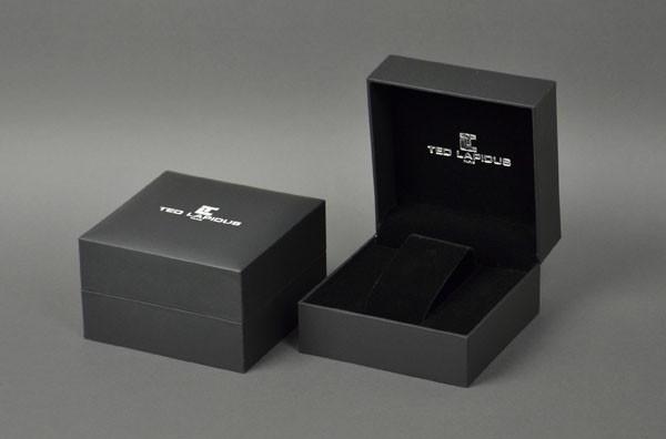 Plastic boxes